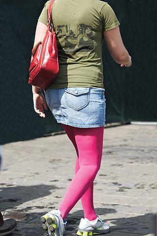 Renkli opak çoraplar çok hoş görünüyor ama sadece ince bir bedende!